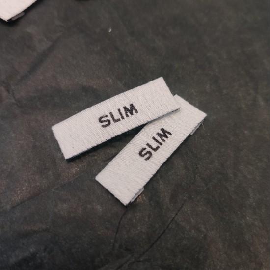 Etiquetas Slim bordadas