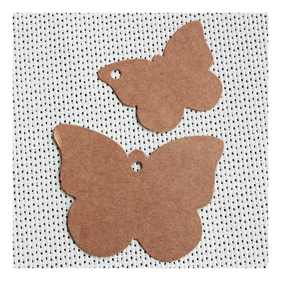 Etiqueta colgante cartulina kraft forma de mariposa. Dos medidas