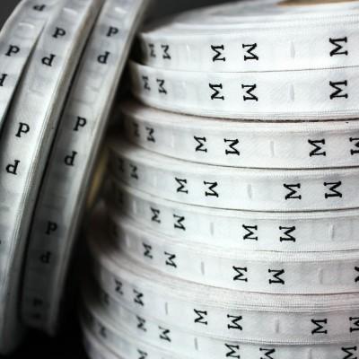 Tallas bordadas en rollo. Blancas letras